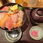 87271321 - 魚盛海鮮丼の全貌