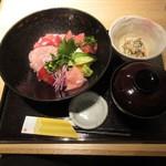 近畿大学水産研究所 - マグロづくし丼