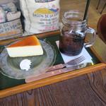 イツキ コーヒーロースタリー - ケーキセット:チーズケーキ&アイスコーヒー