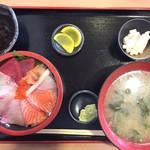 87282401 - 海鮮丼(¥1,200)