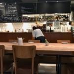 Mia PASTA - お店は清潔で広い(お客さんが少ないとも言う)
