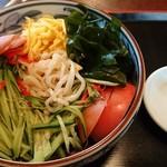 丸嘉 - 和風というからには蕎麦でも使ってるのかと思いきや中華麺でした。