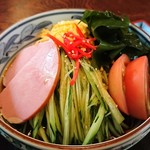 丸嘉 - 和風冷し中華。具沢山で麺がもっちりしていて食べ応えあり。