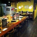牛角 - カウンターと奥のテーブル席☆