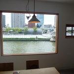 モトコーヒー - ☆1枚の風景画のようにキレイな窓があります(*^^)v☆