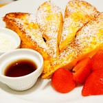 87290583 - イチゴが可愛いフレンチトースト