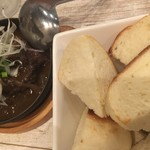 肉バル×ワイン酒場 東京食堂 - パンと共に