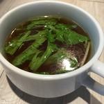87293125 - チャーハン700円につくスープ