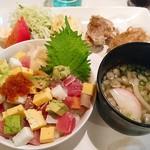 笑楽 - ワンプレートばらちらしセット(ミニうどん・ドリンク付き)  980円