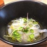 オルト - フォー(ベトナムの米の麺)鯛の出汁仕立て