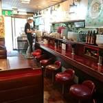 ビックラーメン - ビックラーメン 虎ノ門店 店内 テーブル席の別室もあります