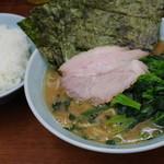 武蔵家 - ラーメン、海苔、ほうれん草