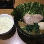麺家 黒 - ラーメン、味玉、海苔