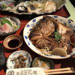 地魚料理 まるさん屋 - 煮魚定食、ハマチとタイ。天ぷら
