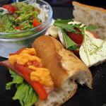 DONQ - 選べるバゲットランチ(BLT、カマンベールチーズとリンゴ)