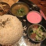 チャクラ - サンバルとバチャティ(?)ダヒ(?)ライタ(?)とカチュンバル