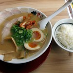 ラーメン横綱 - 料理写真:彩ラーメン