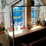 ブリキボタン CAFE&DINING - 窓際