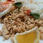 ブリキボタン CAFE&DINING - ガイ鶏肉ひき肉