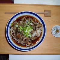 すさかべ庵 - きのこ蕎麦です  冷たくきのこの下に大根おろし  1000円
