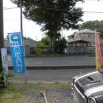 サブマリン - 斜め向かいが駐車場