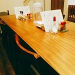 MOJA★MOJA - 明るいカフェ風の清潔感のある店内。