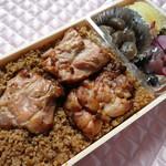 有限会社 九十九鶏本舗 - 料理写真:大盛りは鶏の照り焼きが1個追加