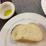 Red&Black SteakHouse  - パン オリーブオイルが添えられています