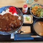 平野屋 - 料理写真:カツカレー(900円・税込)