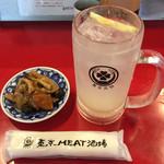 東京MEAT酒場 - お一人様セット¥990(税別)の「お通し」とドリンク一杯「レモンサワー」