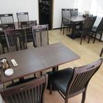 インド&ネパール料理 ゼニエム - 広いテーブル席♪
