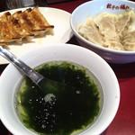 87325365 - 焼き餃子290円、水餃子290円、スープ70円