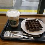 スターバックス・コーヒー - 今回は「ムースドフォーム」、「チョコレートワップル」を注文。