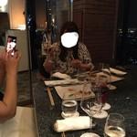 新横浜プリンスホテル - 石原裕次郎のモノマネを始めるメンバー