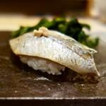 ゆう座 - 料理写真:[2018/05]寿司⑤ こあじの握り