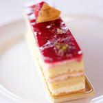 87340372 - ケーキセット 1210円 のフランボワーズのケーキ