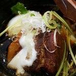 どまん中 - 豚のトロトロ角煮です