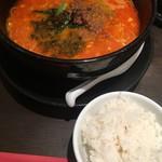 87344382 - 汁あり担々麺 (´∀`)/ 普通辛 ご飯