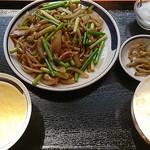 聚福縁 - ニンニクの芽と豚肉炒め定食