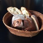 87349691 - 【ランチ】セットの熟成酵母パン