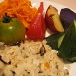 ビストロ カフェ ア ターブル - 盛りだくさんの三浦野菜と五穀米のライス