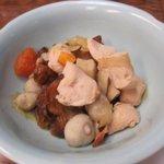 味処膳き屋 - もう一人の小鉢は鳥肉と野菜のがめ煮、ちょっといただいたけど美味しかったですよ。