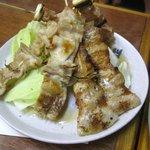味処膳き屋 - 最初の焼鳥は豚バラ肉とシロを注文しました・・・・