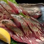 銀蔵 - 新鮮あじ定食(1500円) 大きめのあじの片身が造りになっている。