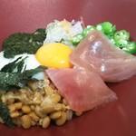 大戸屋 - 料理写真:大戸屋風ばくだん丼(ご飯少なめ)
