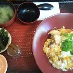 大戸屋 - 炭火焼き鶏の親子丼