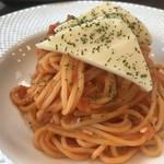 ハナハナカフェ - トマトとモッツァレラチーズのパスタ880円