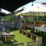 グランピック - 屋上のテラス席