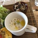 カフェ ビエイ グッデイ - きのこソテーにスープ