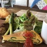 カフェ ビエイ グッデイ - キッシュと野菜